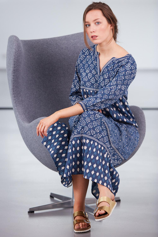 modele assise sur fauteuil pour les filles de tartempion